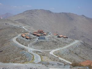 View_of_Las_Campanas_quarters_from_Magellan